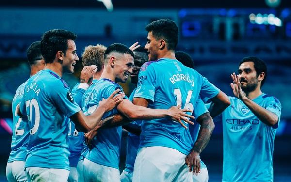 Vòng 32 Ngoại hạng Anh: Tân vô địch Liverpool thua tan nát 0-4 trước cựu vương Man City