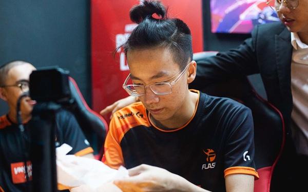 """Gặp đội bét bảng, Team Flash tìm lại cảm giác chiến thắng tại APL 2020 trong ngày Elly """"kết thù"""" cùng CipengZ"""