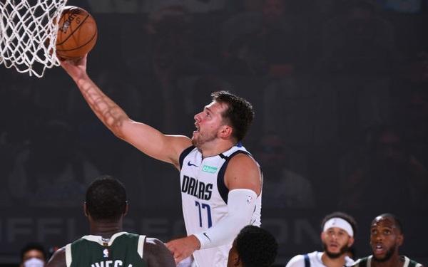 """Luka Doncic """"toả sáng"""" với trận đấu để đời, giúp Dallas Mavericks vượt qua Milwaukee Bucks ở hiệp phụ"""