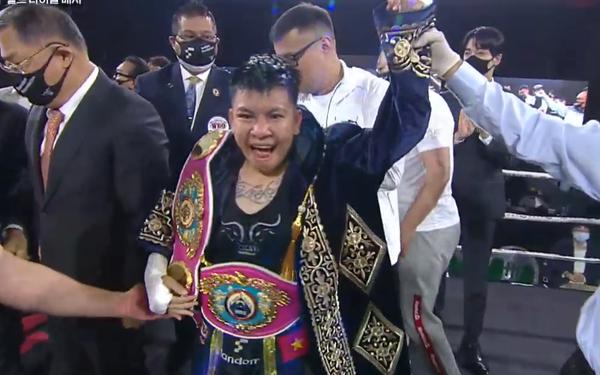 Xuất sắc đánh bại nữ tay đấm số 1 thế giới, Nguyễn Thị Thu Nhi giành về chiếc đai lịch sử cho boxing Việt Nam