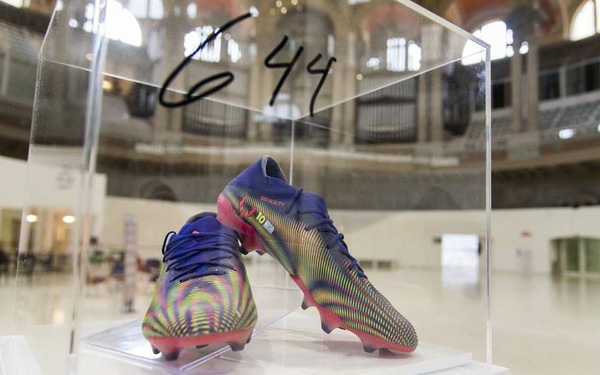 """Nghĩa cử cao đẹp của Messi: Bán đấu giá """"giày phá kỷ lục Pele"""" 4 tỷ đồng để làm từ thiện"""