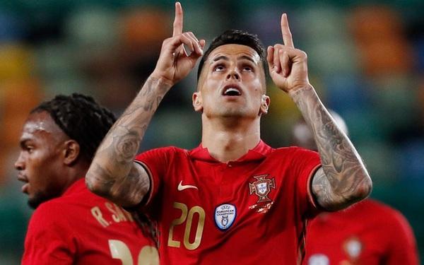 Bồ Đào Nha bất ngờ mất Cancelo vì COVID-19, hậu vệ MU lên thay thế