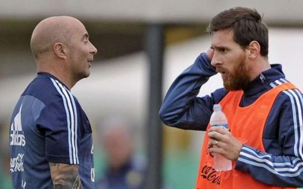 Nhà báo Argentina kể chi tiết vụ Messi và đồng đội phản kháng HLV Sampaoli