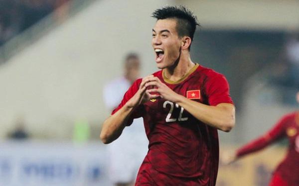 Nguyễn Tiến Linh - ngôi sao sáng nhất đêm nay của tuyển Việt Nam: Khiến đội bạn nhận thẻ đỏ, lập siêu phẩm đỉnh cao
