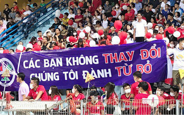 CĐV Hoàng Anh Gia Lai phản đối đội bóng theo cách cực lạ
